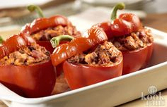 Here& a great dish that you can make ahead and refrigerate until ready to bake. Colorful bell peppers stuffed with a savory turkey filling are great for lunch or dinner, or whenever you& in the mood for delicious! Chicken Stuffed Peppers, Stuffed Green Peppers, Red Peppers, Tasty, Yummy Food, Cooking Recipes, Healthy Recipes, How To Cook Chicken, Oven Chicken