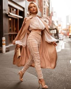On my way 💃🏼➡️ top & pants Chic Outfits, Fashion Outfits, Summer Outfits, Business Outfits Women, Runway Fashion, Womens Fashion, Fashion Fashion, Fashion Shoes, How To Pose