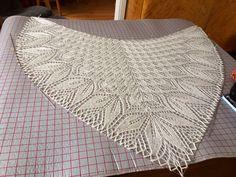 Lace Knitting Stitches, Lace Knitting Patterns, Teachers Pet, Kolam Designs, Wedding Shawl, Doilies, Crochet Projects, Crochet Top, Diy And Crafts