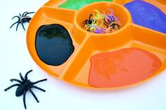 Paint with spiders - this would be a great Halloween activity :o)