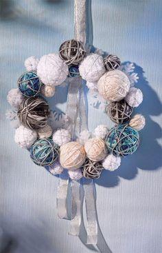 Türkranz aus Styroporkugeln mit Wolle