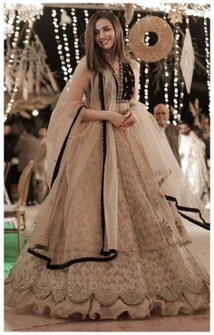 Indian Wedding Gowns, Party Wear Indian Dresses, Pakistani Fashion Party Wear, Designer Party Wear Dresses, Indian Gowns Dresses, Indian Bridal Outfits, Indian Bridal Fashion, Dress Indian Style, Indian Fashion Dresses
