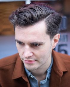 Check out these classic and trendy ways to wear the gentleman haircut. This clean cut hairstyle works for short and medium length men's hair and retro or modern styling. Side Part Mens Haircut, Side Part Hairstyles, Quiff Hairstyles, Wavy Haircuts, Cool Hairstyles For Men, Cool Haircuts, Haircuts For Men, Hairdos, Textured Haircut