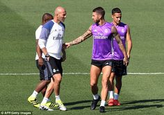 Real boss Zinedine Zidane chats with Sergio Ramos andLucas Vazquez during…
