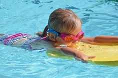 Swimming Pool Safety Tips When the sun is shining, everyone wants to splash around a pool. But, if you have a pool at home, swimming pool safety is your responsibility. Swimming Pool House, Kids Swimming, Swimming Pools, Best Above Ground Pool, In Ground Pools, Summer Activities For Kids, Summer Kids, Big Kids, Pool Fence