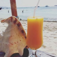 I could really go for one of these tasty drinks right now! 🍹 . . . #Philippines #Boracay #island #beach #yummy #drinks #happyhour #travel