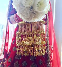 Kalire is a part of bridal jewelry which is worn by the bride to be. Here, we bring to you latest kalire designs trending this wedding season. Wedding Chura, Indian Wedding Bride, Wedding Jewelry For Bride, Pakistani Wedding Outfits, Bridal Jewelry Sets, Bridal Outfits, Bridal Accessories, Bridal Looks, Bridal Style
