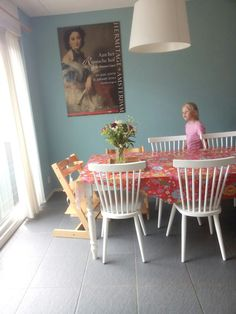 Onze muur heeft de kleur Pluis van Histor. Love it! Het is een frisse kleur die de kamer ruimer doet lijken.