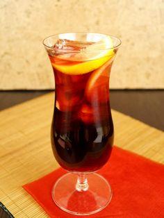 La Isla Bonita Aperol Drinks, Cocktail Drinks, Cocktails, Hawaiian Birthday, Party Drinks, Wine Decanter, Mcdonalds, Gin, Barware