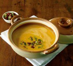 Kürbis-Lauch-Suppe: Wurst und Lauch geben der süßlichen Suppe wunderbare Würze.
