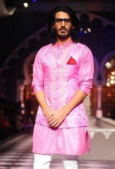 India Bridal Fashion Week 2013 – Raghavendra Rathore Men's short pink kurta