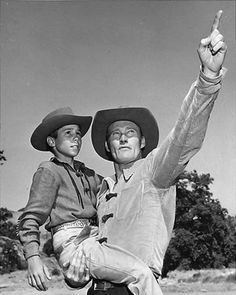 CHUCK CONNORS THE RIFLEMAN 8X10 BW GLOSSY PHOTO #2
