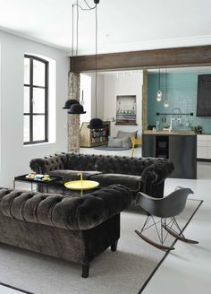 The Chesterfield sofa brings style and comfort to any living room decoration. Among them, the velvet chesterfield sofa must be considered. Velvet Chesterfield Sofa, Velvet Couch, Tufted Sofa, Living Room Decor, Living Spaces, Living Room 2 Sofas, Living Area, Deco Design, Interior Design Tips