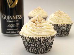 Cupcakes de cerveza Guinness Easy Cupcake Recipes, Cupcake Flavors, Cupcake Shops, Cupcake Wars, Yummy Cupcakes, Drip Cakes, Food Network Recipes, Oreo, Treats