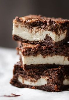 Keto Cheesecake Stuffed Brownies - Keto Brownies - Ideas of Keto Brownies - Keto Cheesecake Stuffed Brownies. Use my brownie recipe adapt filling. Keto Desserts, Keto Snacks, Dessert Recipes, Delicious Desserts, Brownies Cétoniques, Sugar Free Brownies, Cheescake Brownies, Brownie Cake, Low Carb Cheesecake