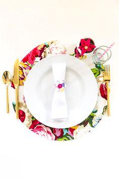 Floral wedding Ideas -- DIY No-Sew Floral Fabric Chargers | Dream Green DIY