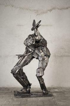 Mateusz Sikora, 104 Bez tytułu, 2013, stal nierdzewna spawana, 215 x 90 x 110 cm