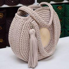 Best 12 Boho Crochet Bags – how to make your own OOAK bag – MotherBunch Crochet – SkillOfKing.Com – SkillOfKing. Free Crochet Bag, Crochet Tote, Crochet Handbags, Crochet Purses, Knit Crochet, Crochet Baskets, Crochet Bag Tutorials, Crochet Patterns, Crochet Shoulder Bags
