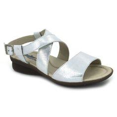 Callaghan Adaptaction 99011 Sandalias de estilo casual para mujer hechas  con pieles. Su tacón de sólo 2 cm es perfecto para caminar. 531c82fbdf2e