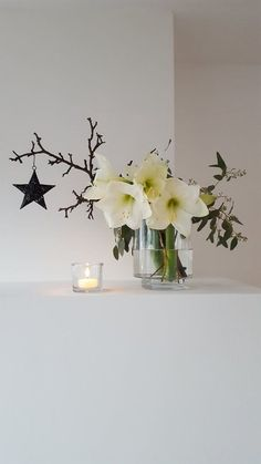 Start of the week.- Wochenstart… … with candlelight and fresh green! Christmas Flowers, Winter Christmas, Christmas Time, Christmas Decorations, Xmas, Holiday Decor, Decoration Table, Vases Decor, Wine Barrel Table