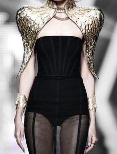 A yunkish woman dressed as the Harpy of Yunkai ||| Aristocrazy Fall 2014