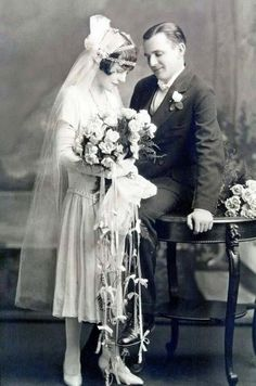 Art Deco Bride and Groom: Wedding Photos Vintage Bridal Fashion Shy wedding couple, trailing bouquet : ) Vintage Wedding Photography, Vintage Wedding Photos, 1920s Wedding, Vintage Bridal, Trendy Wedding, Wedding Styles, Vintage Weddings, 1920s Party, Vintage Couples