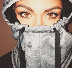 Eyebrow goals and such pretty eyes. Andrea russett