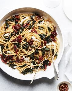 Sun Dried Tomato and Kale Pasta (with a white wine sauce!whatsgabycoo… Sun Dried Tomato and Kale Pasta (with a white wine sauce!whatsgabycook… (What's Gaby Cooking) Yummy Pasta Recipes, Vegetarian Recipes, Cooking Recipes, Healthy Recipes, Recipe Pasta, Simple Recipes, Cooking Ideas, Kale Pasta, Garlic Pasta