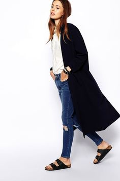 Fall Go-To Look: Long Jacket, White Shirt, Ripped Knee Skinny Jeans & Birkenstocks Longline Duster Birkenstock Outfit, Black Birkenstock, Ripped Knee Jeans, Skinny Jeans, Bags Travel, Asos, Street Style, Long Jackets, Mode Style