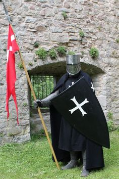Reenactor - Hospitaller Knight around 1250c - Buy a commemorative Military Miniature of a similar Knight from Treefrog Treasures Military Miniatures!
