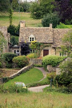 An old weaver's cottage in Bibury. William Morris considered this the most beautiful village in England.