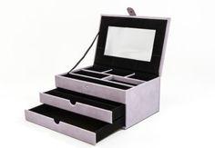 Dieser Ambassador Schmuckkoffer bietet genügend Platz für all deine Schmuckstücke.