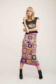 New Crochet Granny Square Skirt Pattern Etsy Ideas Crochet Skirt Outfit, Crochet Skirt Pattern, Crochet Square Patterns, Crochet Skirts, Crochet Clothes, Crochet Squares, Crochet Ideas, Boho Hippie, Hippie Rock