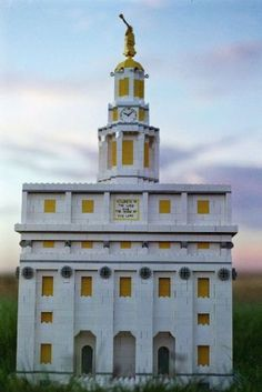 LDS Nauvoo Temple: A LEGO® creation by Andrew H. Johnson : MOCpages.com