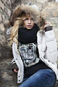 miss Nickelson-down-jacket-Amoen Sandy Moena-Silvana Fur Fur Collar hooded Harders online shop Winter Hats, Winter Jackets, Winter Stil, Fur Jacket, Fur Coat, Down Coat, Fur Collars, Puffer Jackets, Online Shopping Stores