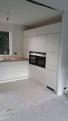 Kvik Duiven Mano keuken met eiken werkblad. Apparaten wand - #Apparaten #Duiven #eiken #keuken #Kvik #Mano #met #offene #Wand #werkblad