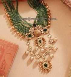 Emerald Beads Long Chain with Kundan Pendant Emerald Jewelry, Gold Jewelry, Beaded Jewelry, Jewelry Necklaces, Jewellery Diy, Pearl Jewelry, Indian Wedding Jewelry, Indian Jewelry, Bridal Jewelry