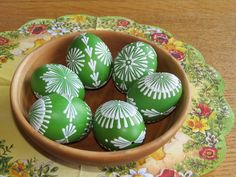 Velikonoční kraslice - zelená 6ks Egg Crafts, Easter Crafts, Diy And Crafts, Eastern Eggs, Polish Easter, Easter Paintings, Easter Egg Pattern, Egg Tree, Easter Tree