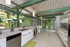 Richard Leitch built this Altadena, California home back in 1954 and it's a stylish definition of mid-century modern.