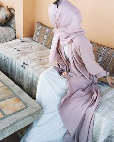 Find images and videos about fashion, inspiration and hijab on We Heart It - the app to get lost in what you love. Muslim Women Fashion, Islamic Fashion, Modest Wear, Modest Outfits, Hijab Outfit, Abaya Fashion, Modest Fashion, Alexandra Golovkova, Abaya Mode
