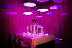 Ombrelles http://tsukicrazy.com/2013/10/15/les-ombrelles-une-jolie-idee-deco-pour-son-mariage-%E2%99%A5/
