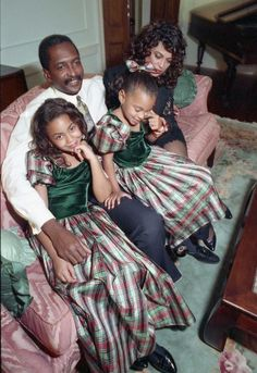Matthew, Tina, Beyonce, and Solange Knowles. Christmas, Omg this is the cutest thing I've seen all day 😍 Beyonce Knowles Carter, Beyonce And Jay Z, Solange Knowles, Beyonce Beyonce, Tina Knowles, Beyonce Style, Rihanna, My Black Is Beautiful, Black Love