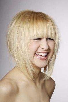 XXL-Pony in blond - Der große Frisuren Finder!