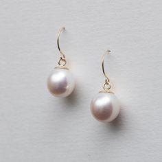 Oval white pearl earrings w/ 14k gold hooks from mariliissepper.com
