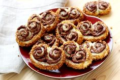 These praline-crusted Nutella palmiers are to-drool-for Puff Pastry Appetizers, Puff Pastry Recipes, Cookie Recipes, Dessert Recipes, 4 Ingredient Recipes, Best Appetizer Recipes, Nutella Recipes, Party Snacks, Oreo