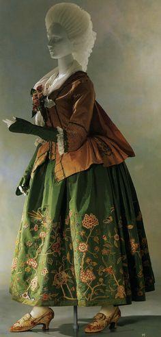 Pet en l'aire with sabot cuffs, 1775, Kyoto Costume Institute
