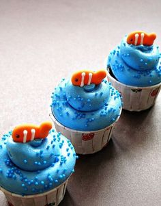 fish cupcakes Clown fish (Goldfish) cupcakes by simply-cupcakes. What a cute idea for a kids party.Clown fish (Goldfish) cupcakes by simply-cupcakes. What a cute idea for a kids party. Cupcake Day, Cupcake Cakes, Cupcake Ideas Birthday, Cute Cupcake Ideas, Cupcake Pics, 2nd Birthday, Sea Cupcakes, Summer Themed Cupcakes, Fishing Cupcakes
