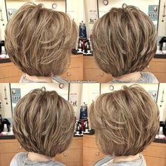 Какие стрижки на длинные, средние и короткие волосы предлагают носить стилисты в новом сезоне? Уже не первый год в моде естественность. Очень популярна средняя и длинная длина волос. Гладкие и прямые локоны отошли на второй план. Сейчас в моде легкие волны, завитки и небольшая взъерошенность. Поэтом