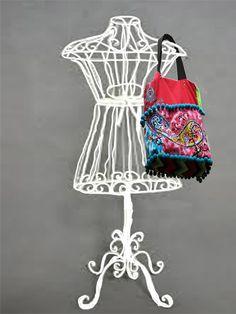 bag MI CAMINO aplicated, embroidered, interior page.