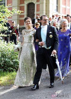 Victoria y Daniel de Suecia en la boda de Gustaf Magnusson y Vicky Andren